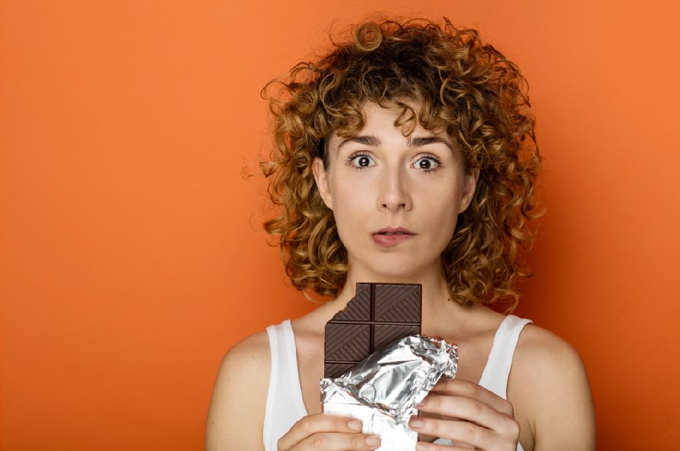 Eating dark chocolate may positively affect mood and relieve depressive symptoms, finds a new UCL-led study looking at whether different types of chocolate are associated with mood disorders.